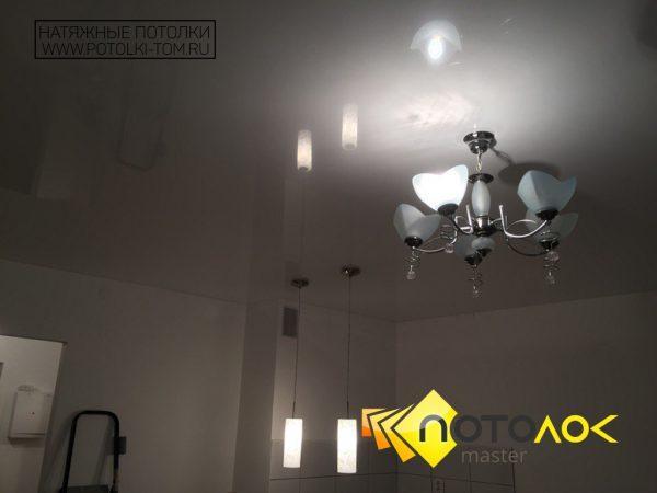 Натяжной потолок в кухню фото