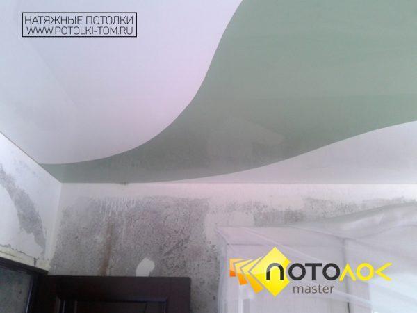 Комбинированный натяжной потолок в комнате фото