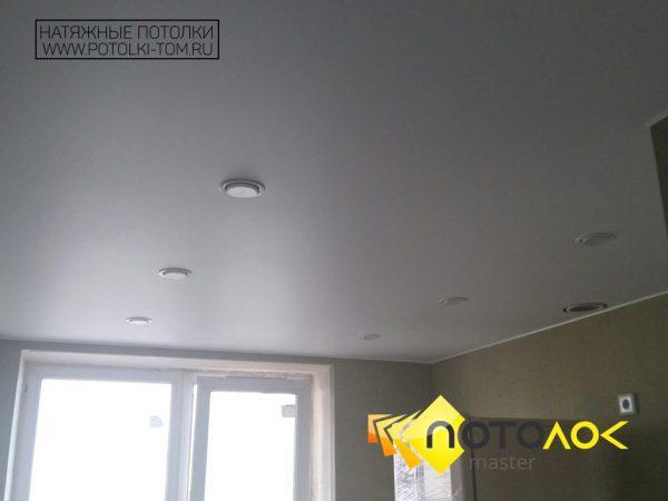 Натяжной потолок в кухне фото