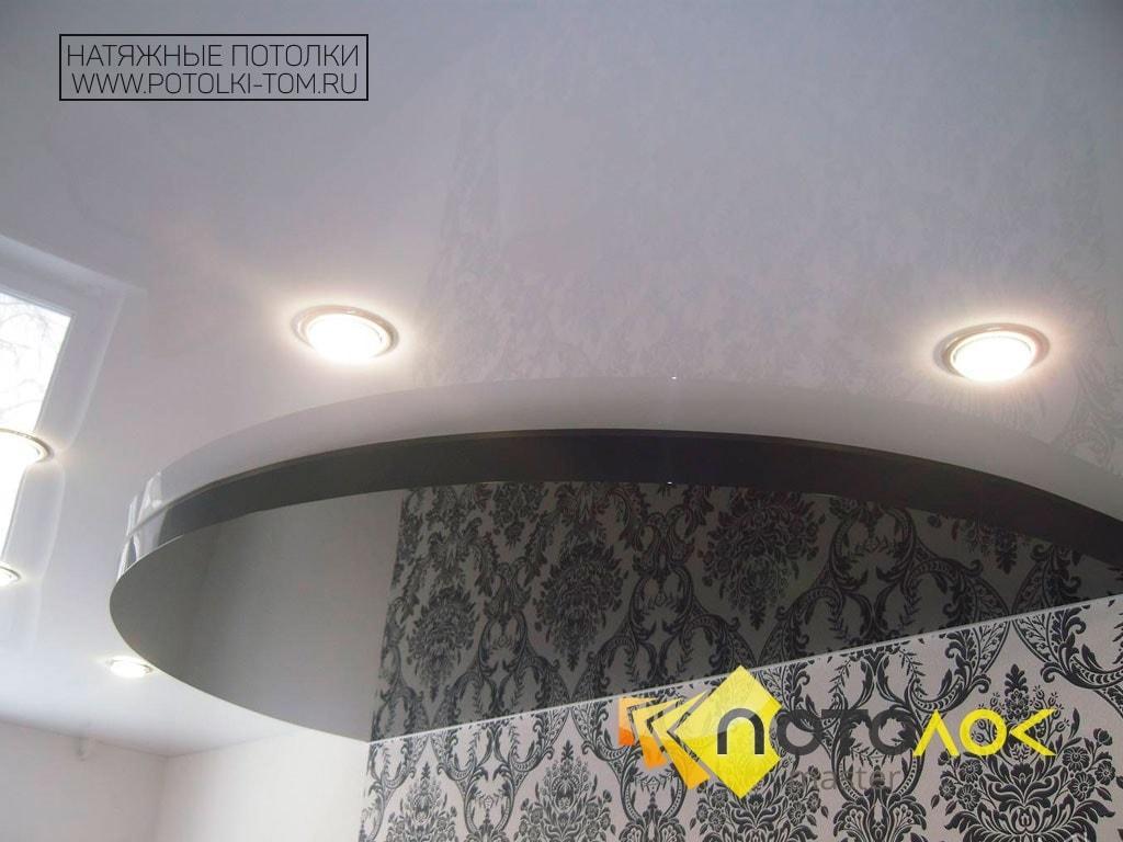 Двухцветные натяжные потолки фото