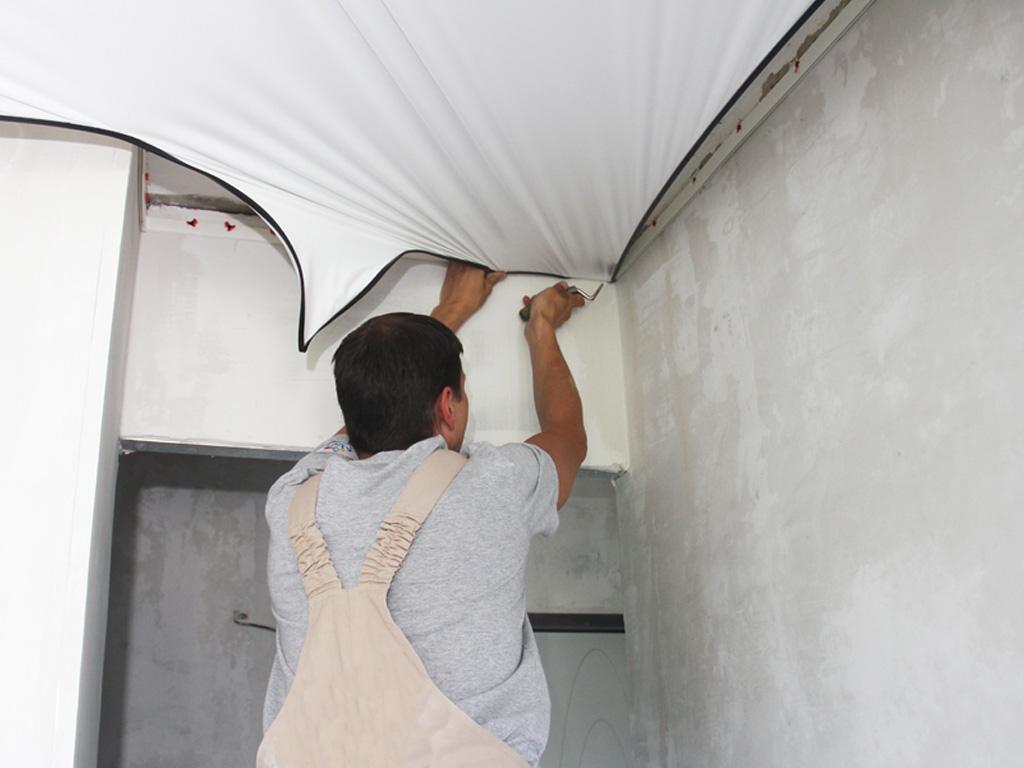 Замена ПВХ полотен в натяжных потолках, работаем с полотнами известных мировых производителей.