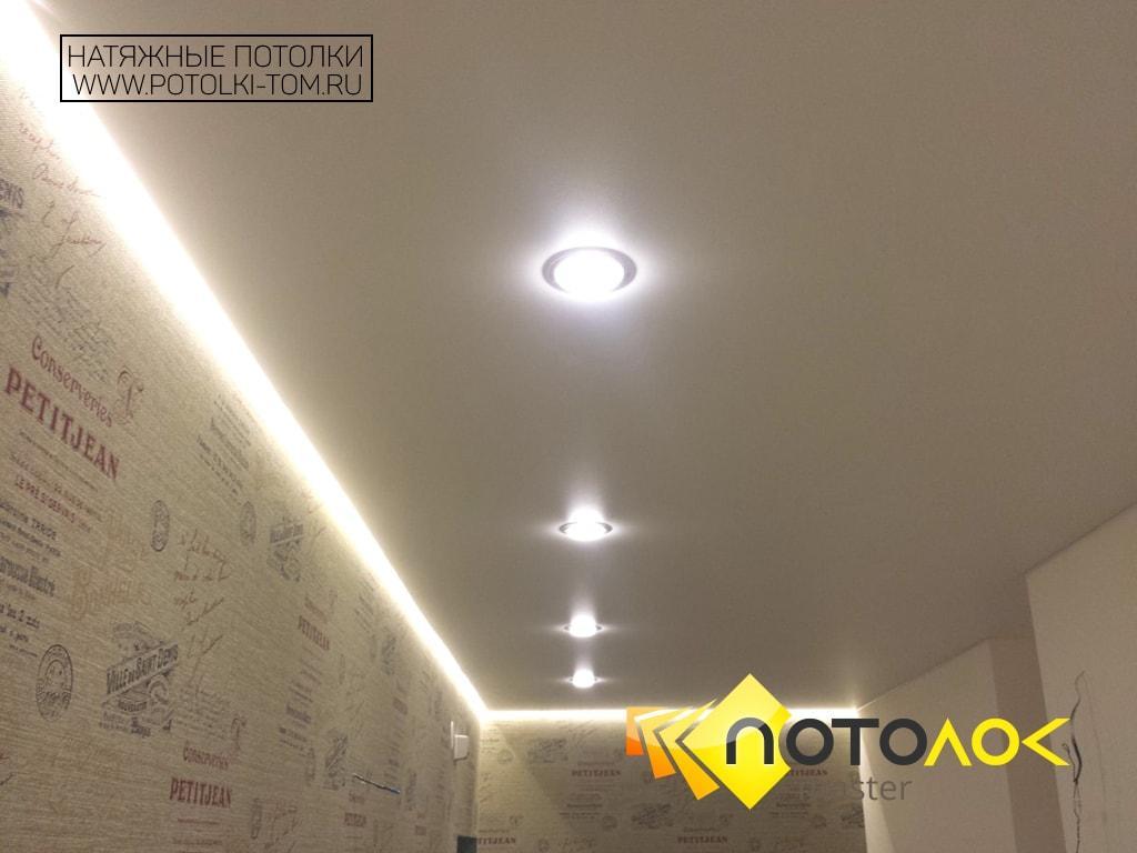 Натяжные потолки в прихожей фото