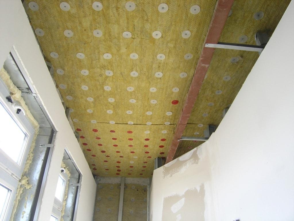Шумоизоляция перед установкой натяжного потолка, качественная шумоизоляция, работаем с разными материалами.